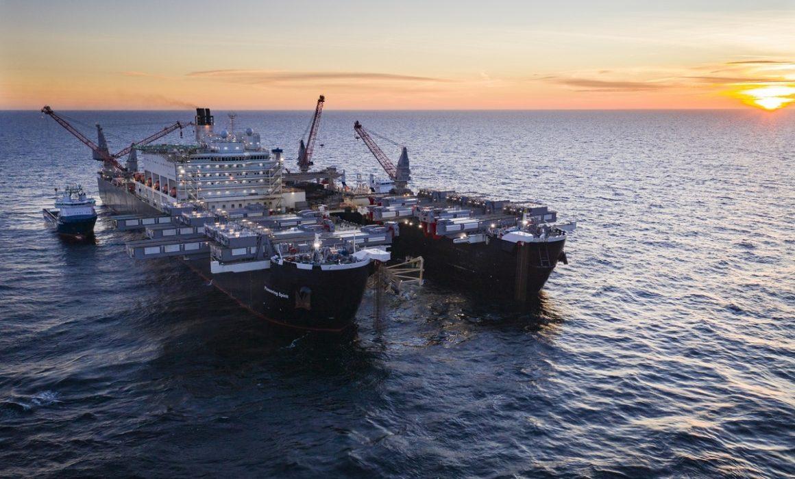 パイプライン敷設船/ pipelay vessel